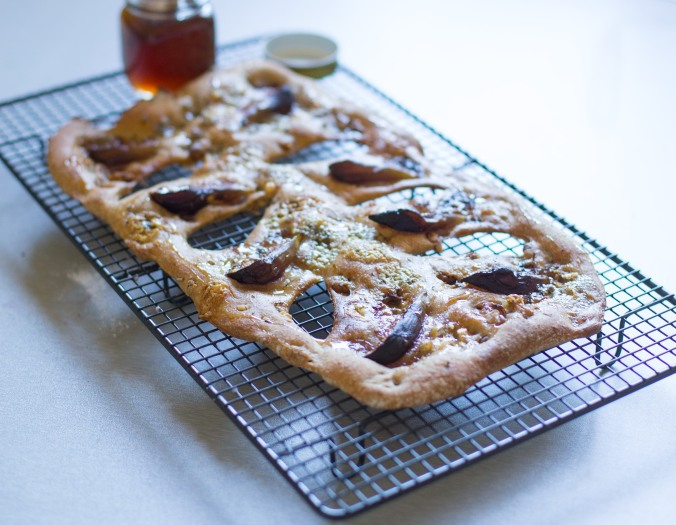 blue cheese walnut and fig fougasse-6